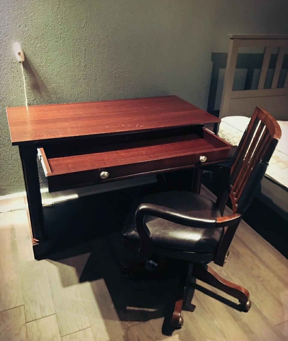 Ogłoszenie darmowe. Lokalizacja:  Cale NJ. KUPIĘ / SPRZEDAM - Meble. Sprzedam krzeslo z biurkiem z.