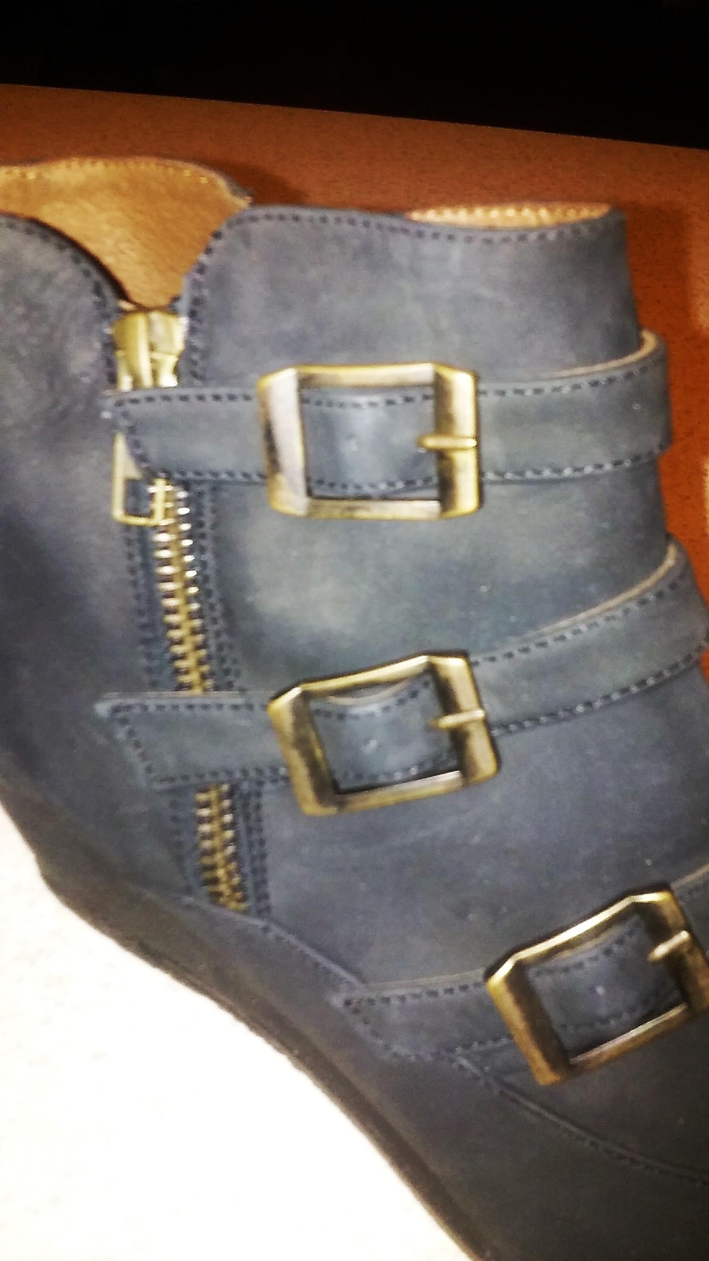 Ogłoszenie darmowe. Lokalizacja:  Trenton Princeton  NJ. KUPIĘ / SPRZEDAM - Odzież. buty nowe,skora rozmiar 8 czarne.